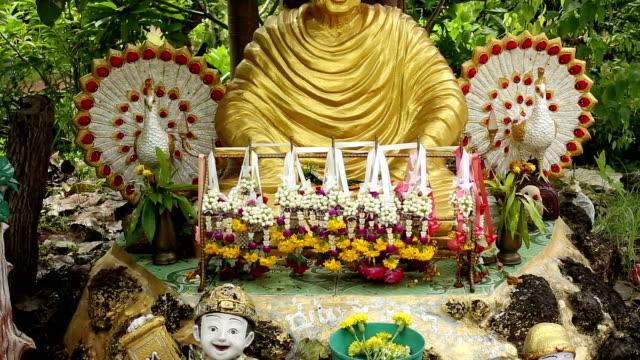 stockvideo's en b-roll-footage met buddhism altar - altaar