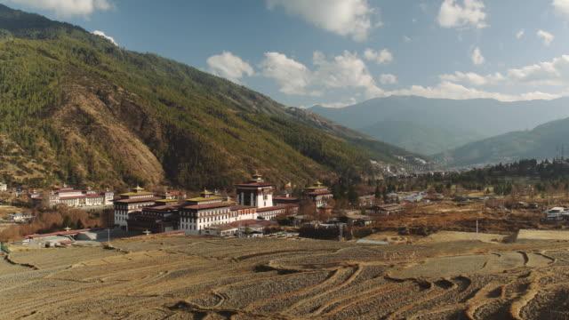 ws buddhist monastery tashichho dzong in thimphu, bhutan, asia - thimphu stock videos & royalty-free footage