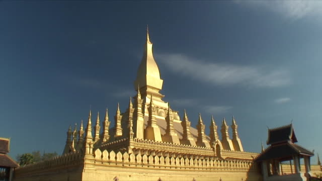 ws buddhist stupa / vientiane, laos - stupa stock videos & royalty-free footage