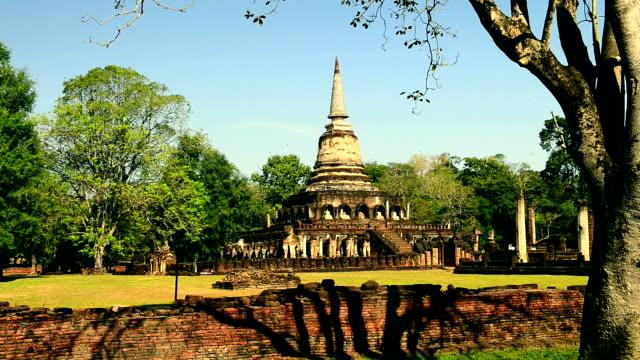 仏教寺院の仏塔 - ワットチャイワタナラム点の映像素材/bロール