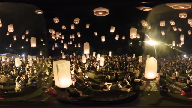 vídeos y material grabado en eventos de stock de buddhists in indonesia celebrate vesak at the borobudur temple annually which makes it the most visited tourist attraction in indonesia it is... - mp4