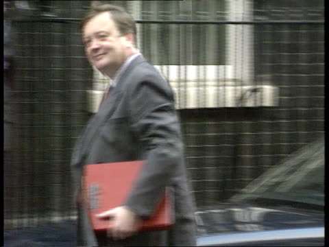 london downing st no 10 ms chancellor kenneth clarke mp out of car and into no 10 pan rl to bv ms ian lang mp michael portillo mp and michael... - kenneth clarke stock-videos und b-roll-filmmaterial