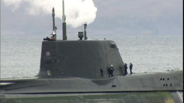 budget cuts putting nuclear safety at risk t22101026 isle of skye ext various views of nuclear submarine hms astute with steam coming from above... - ヘブリディーズ点の映像素材/bロール