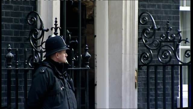 ministers depart after prebudget meeting england london downing street ext william hague mp and another away after prebudget cabinet meeting /... - minister stock-videos und b-roll-filmmaterial