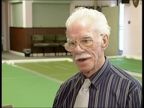 vídeos de stock e filmes b-roll de reaction; england: west yorkshire: shipley: int gv pensioners playing bowls gv pensioners sitting around tables june foster interview sot - i think... - acolhimento familiar