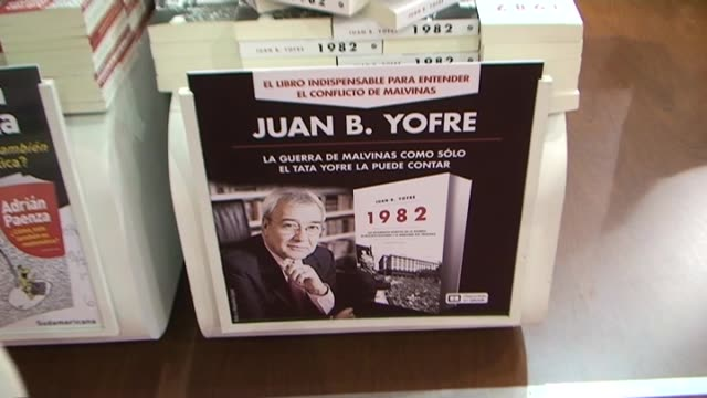 buenos aires , 30 april, .- the publishing boom about the falklands war on it's 30th aniversary has arrived to the book fair in buenos aires.... - 大西洋諸島点の映像素材/bロール
