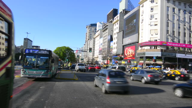buenos aires argentina 9 de julio avenue the widest street in the world with traffic at corrientes street and billboards - avenida 9 de julio stock-videos und b-roll-filmmaterial
