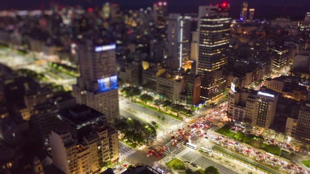 stockvideo's en b-roll-footage met buenos aires, argentinië microcentro, timelapse luchtfoto - avenida 9 de julio