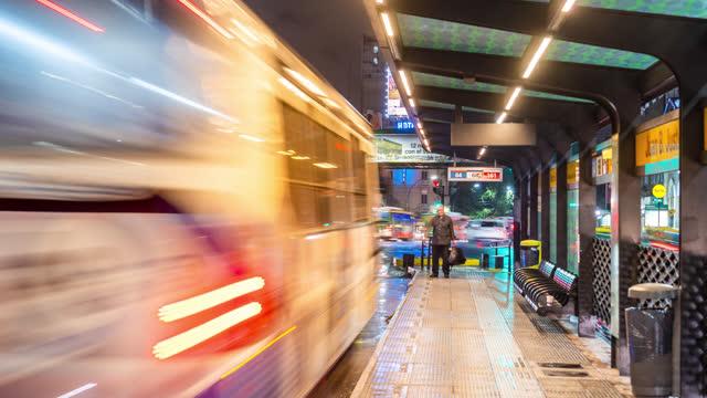 buenos aires, argentina: palermo, timelapse brt - bus rapid - avenida 9 de julio stock videos & royalty-free footage