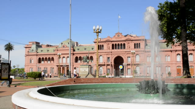 buenos aires argentina plaza de mayo with pink house casa rosada in square in city center with argentine flag and fountain - argentinian culture stock videos & royalty-free footage