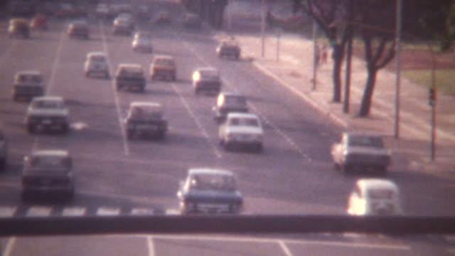 vídeos de stock e filmes b-roll de buenos aires rua tráfego de 1973 - buenos aires