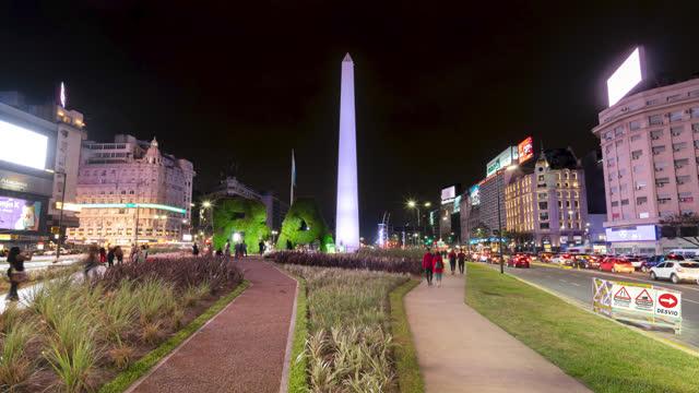 stockvideo's en b-roll-footage met de timelapse van buenos aires van obelisk bij nacht, argentinië - avenida 9 de julio