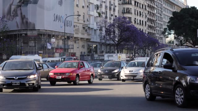 t/l buenos aires traffic 9 de julio avenue 2 - avenida 9 de julio stock videos & royalty-free footage