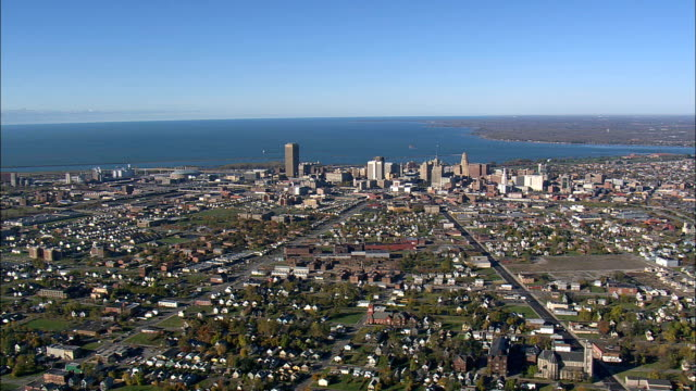 vídeos de stock e filmes b-roll de buffalo city suburbs - aerial view - new york,  erie county,  united states - bisonte americano
