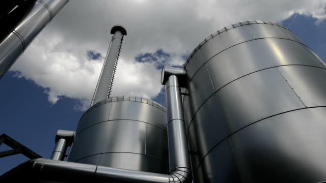 buffer schiffes von biomasse plant, energiewende, deutschland - kraftwerk stock-videos und b-roll-filmmaterial