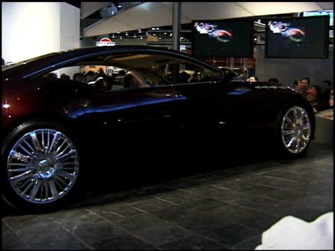 ws buick lacrosse concept car revolving on turntable 2000 buick lacrosse concept car at cobo hall on january 16 2000 in detroit michigan - limousine stock-videos und b-roll-filmmaterial