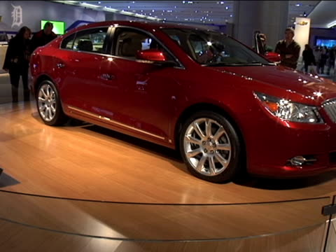 ws buick lacrosse revolving on turntable at detroit auto showfootage is 43 anamorphic it will play back at 853x480 2009 buick lacrosse at cobo hall... - anamorphic stock-videos und b-roll-filmmaterial