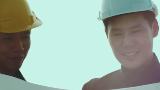 stockvideo's en b-roll-footage met bouwkwaliteit, ingenieurs die werken - hoofddeksel