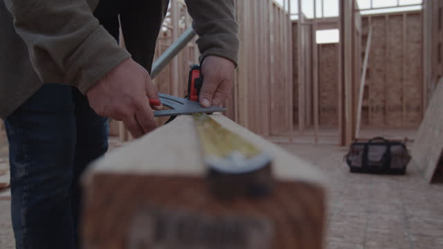cu builder measuring a plank of wood - tape measure stock videos & royalty-free footage