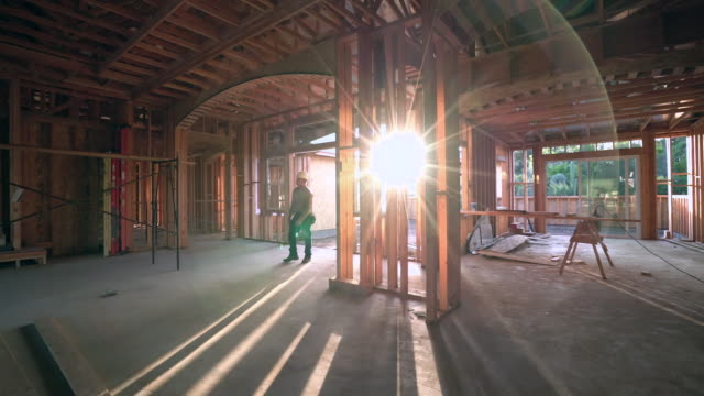 vidéos et rushes de ws ts builder walking through an unfinished house - bois