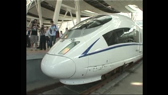vídeos y material grabado en eventos de stock de builders of china's high-speed rail have conducted a test-run of a much-anticipated high-speed train link between beijing and shanghai, while trying... - eslabón