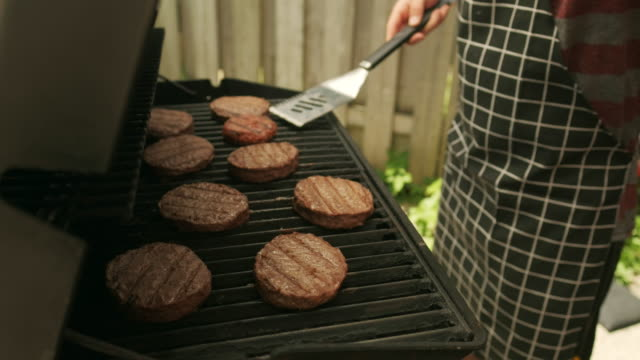 building 4th july bbq hamburger - fourth of july stock videos & royalty-free footage