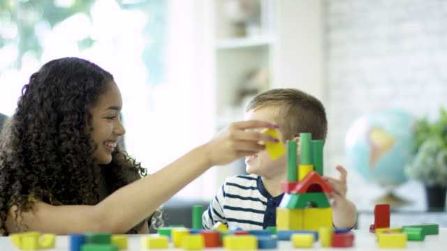 vídeos de stock e filmes b-roll de building a tower together - cuidar de crianças