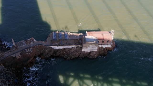 building below golden gate bridge with solar panels. - spoonfilm stock-videos und b-roll-filmmaterial