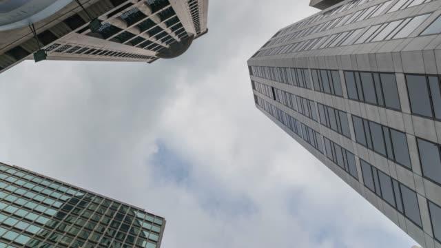 stockvideo's en b-roll-footage met 4k tl: building business in hong kong city. - hong kong