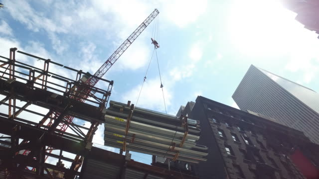 building construction in new york city manhattan times square area (no audio) - 桁橋点の映像素材/bロール