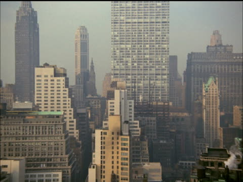 vidéos et rushes de building construction in new york city - 1964