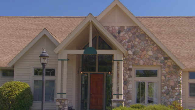 building exterior of large home, jib shot - jib shot stock videos & royalty-free footage