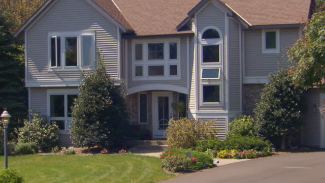 building exterior of large home, jib shot zoom out - jib shot stock videos & royalty-free footage