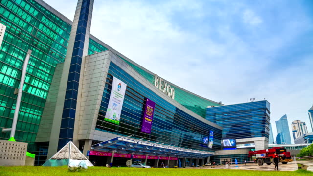building exterior of the bexco(busan exhibition & convention center) - spruchband stock-videos und b-roll-filmmaterial