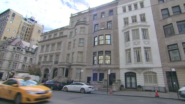 building exterior of upper east side townhouse in manhattan where pope francis will stay during his visit to new york city it is located on 20 east... - townhouse stock videos & royalty-free footage