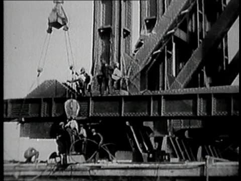 vidéos et rushes de building george washington bridge / fort lee, new jersey, united states - 1928