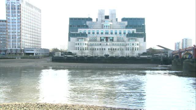 general views; england: london: vauxhall: albert embankment: ext good long duration general views mi6 headquarters , on banks of river thames,... - embankment stock videos & royalty-free footage