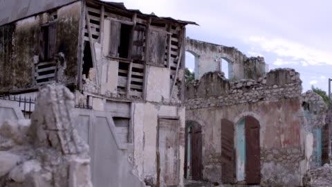 building in ruins after earthquake - ハイチ点の映像素材/bロール