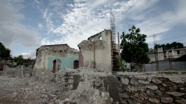building in ruins after earthquake - wiederaufbau stock-videos und b-roll-filmmaterial