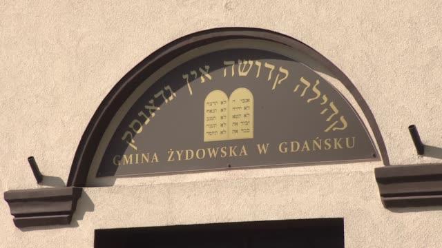 vidéos et rushes de building of jewish commune in gdansk - lieu de culte