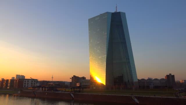 vídeos de stock e filmes b-roll de building of the european central bank, frankfurt am main, hesse, germany - alemanha