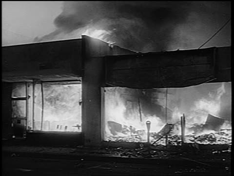 stockvideo's en b-roll-footage met b/w 1965 building on fire during watts race riots / los angeles / newsreel - 1965