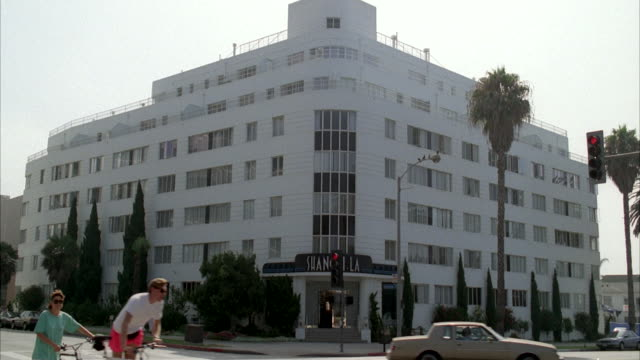 ws building, palm tree in front of hospital / apartment house - western script stock videos & royalty-free footage