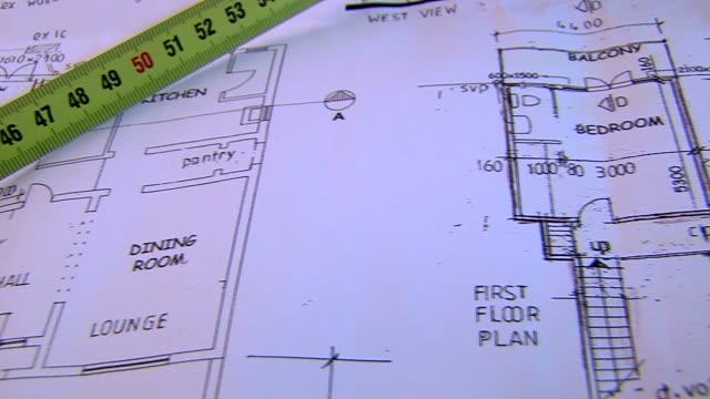 vidéos et rushes de plans de construction - tape measure