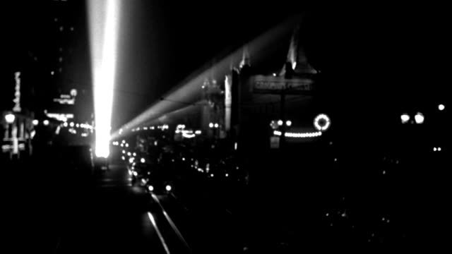 nx - building, theater - academy award night - chinese theater - static looking west down hollywood blvd. (boulevard) from barker's toward the chinese theater - poor focus - traffic - searchlights - b&w. (no neg) - city of los angeles stock videos & royalty-free footage