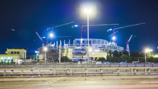 Bâtiment en construction dans la nuit