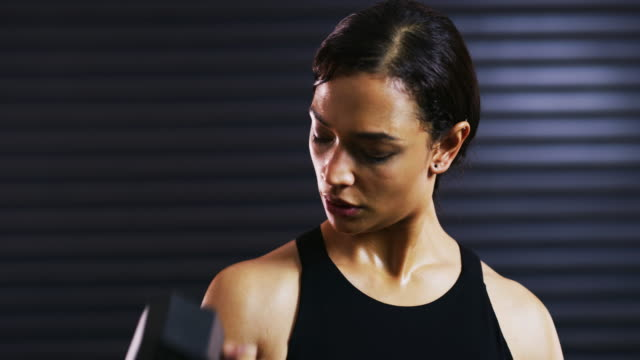 vídeos y material grabado en eventos de stock de construir un poco más de músculo - autodisciplina