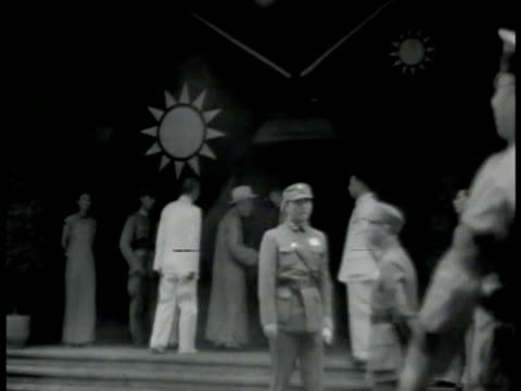 vídeos y material grabado en eventos de stock de building w/ flags of the republic of china on taiwan hanging outside int room w/ president chiang kaishek bowing to large portrait of sun yatsen - chiang kai shek