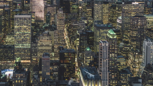 vídeos de stock e filmes b-roll de t/l pan building windows twinkle, from dusk to night / manhattan, nyc - population explosion