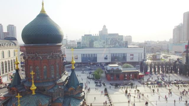 Gebäude und überfüllt Menschen platz in der Nähe von Harbin-st. sophia Kathedrale 4 K